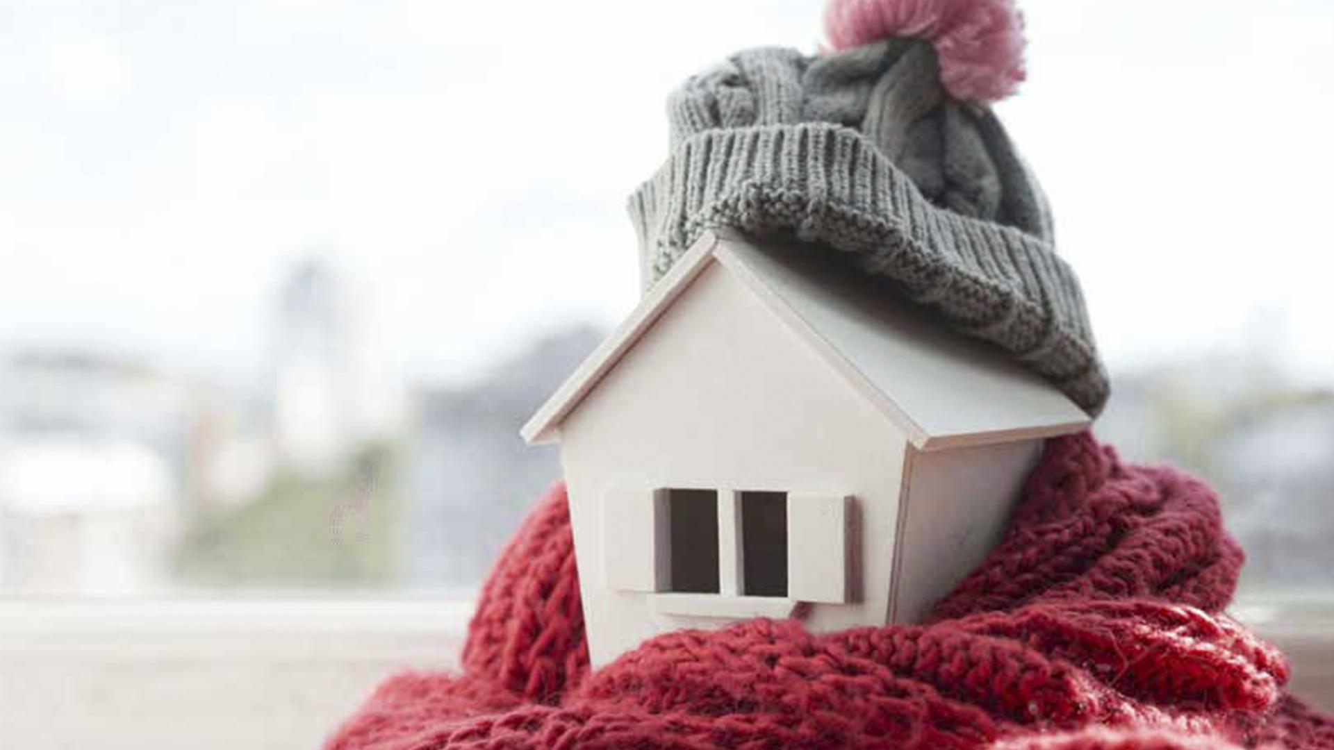 Aquecer a casa - casa com cachecol e gorro